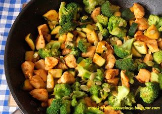 Moje                                                                       Kuchenne Rewelacje  : Dietetyczny kurczak z brokułem i cukinią