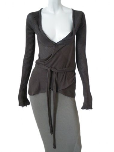 Crossed cardigan in ecofriendly cotton, fastened by ribbon, ribbed sleeves, refined work on shoulders, seam on centre back  79%