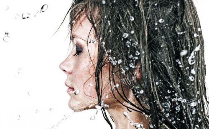 Cum să-ţi speli părul fără şampon. Metoda no-poo | Cosmetică | Unica.ro