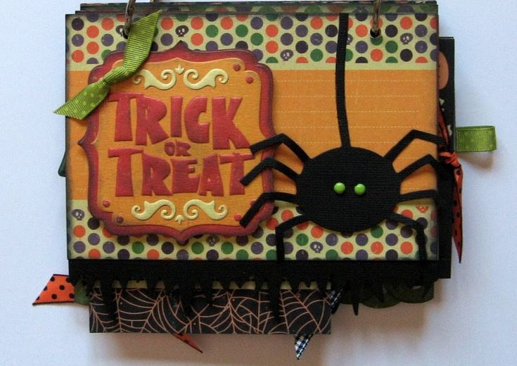 Here's a project I recently created for Memory Bound :  A Halloween mini-album. This class will be held in early October. What a fun little ...