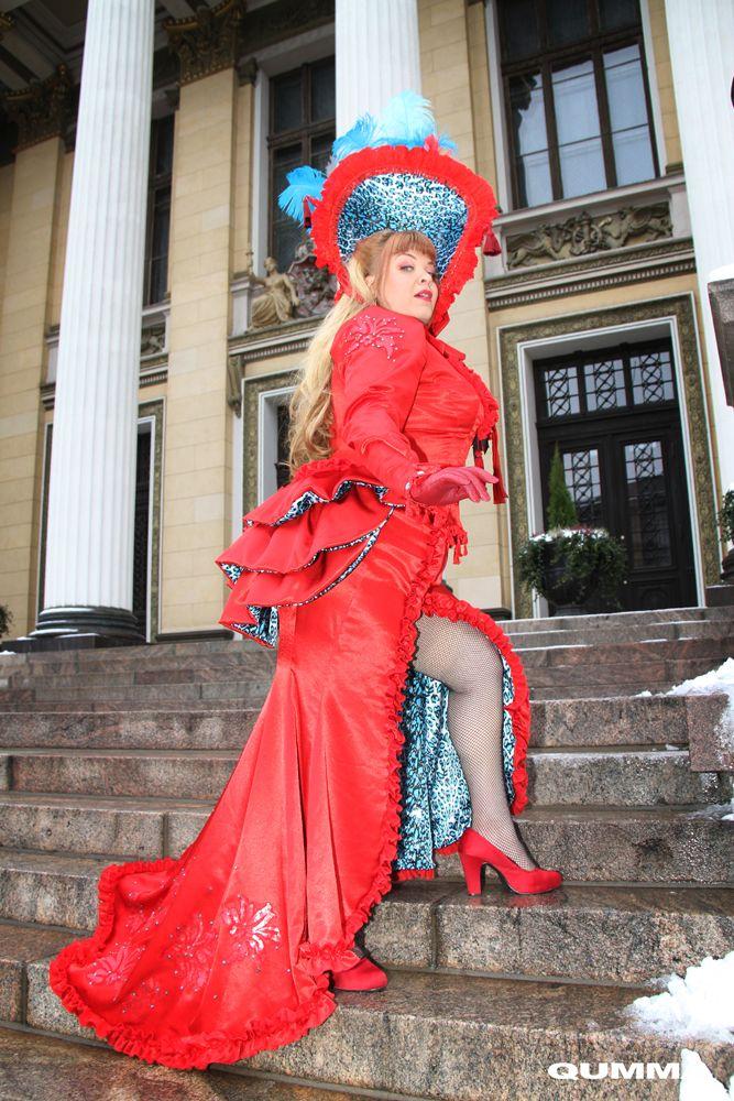 Bettie Blackheart as Black Valentine / Custom dress by Ira´s Studio, FInland / Headpiece Fiona Timantti /Photographed in Helsinki by Qumma