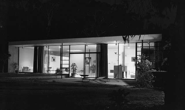 Case Study House No. 9, Los Angeles, CA. 1950,  Architect: Saarinen and Eames - Julius Shulman