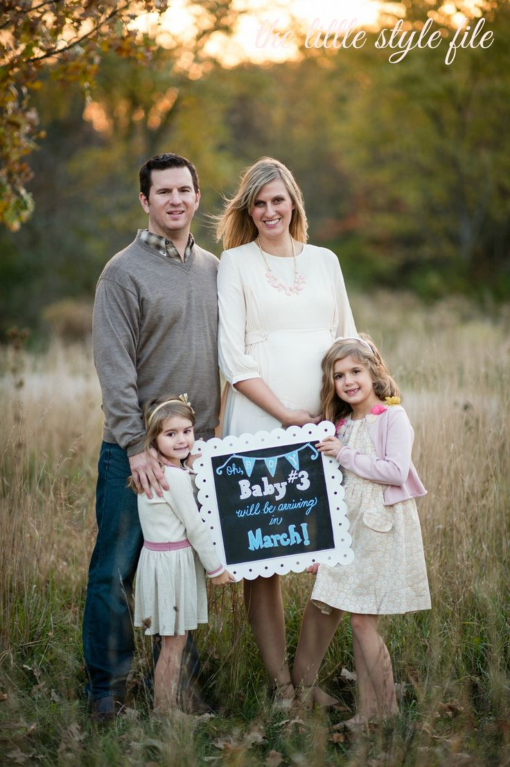 Pregnancy Announcement Ideas with Siblings | Sibling Christmas Photo Shoot Ideas Gender reveal ideas