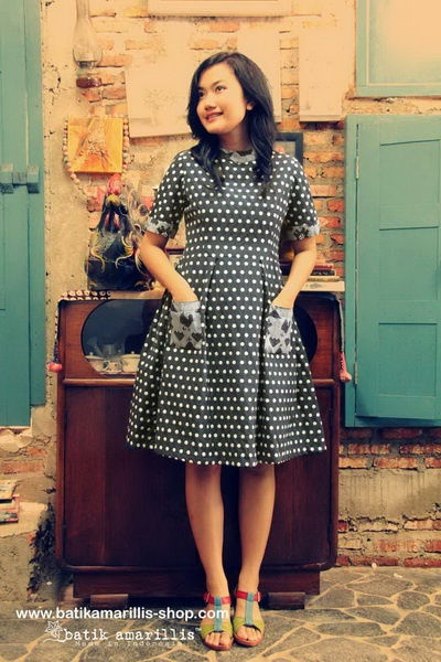 batik amarillis's it girl dress
