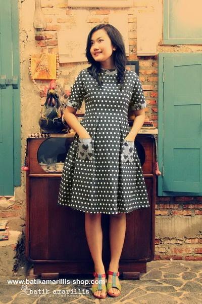 batik amarillis's it girl dress