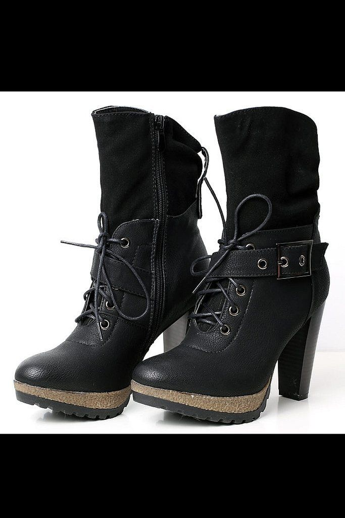 Shoes / boots tied - black