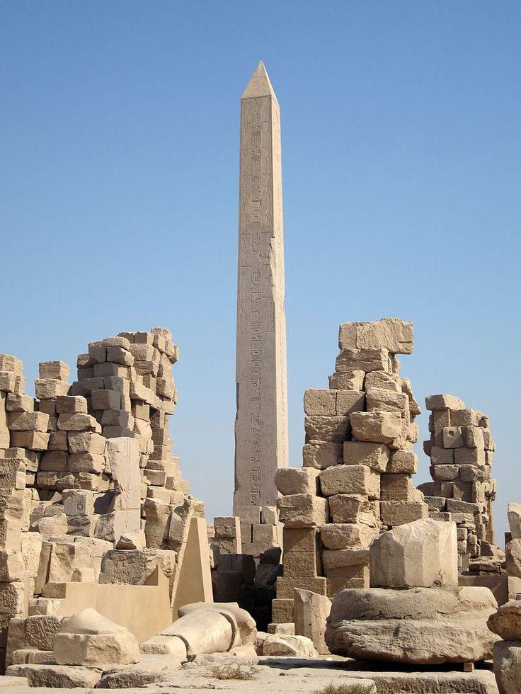 Obélisque de Hatchepsout dans le temple de Karnak.