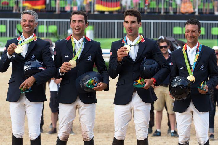 Karim-Florent Laghouag, Mathieu Lemoine, Astier Nicolas et Thibaut Vallette ont remporté la médaille d'or en concours complet par équipe aus JO de Rio 2016