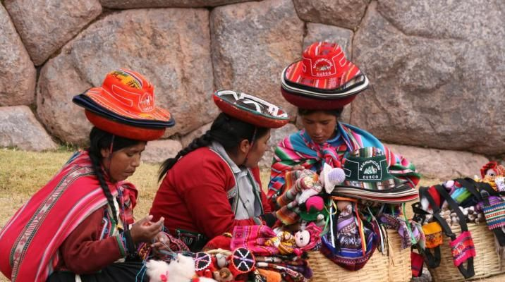 Lokale indianere sælger  uldvarer og souvenirs