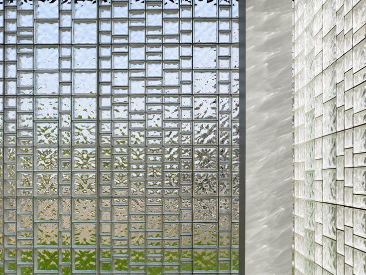 Christ the King Jesuit College Preparatory School / John Ronan Architects
