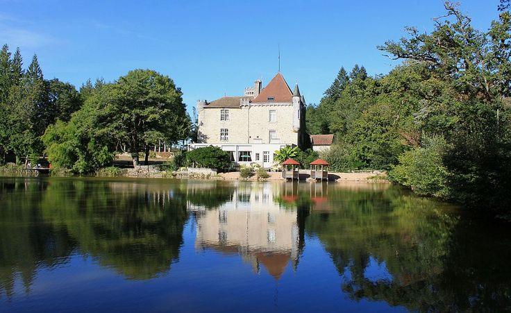 Camping Château le Verdoyer bij Champs Romain in de Dordogne te Frankrijk. Prachtige visvijvers met sterke grote karpers. Veel kapers gevangen door drijvend te vissen met brood.