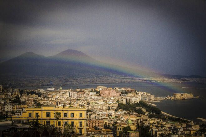 Arcobaleno sul Vesuvio . Follow Vesuvio  #vesuvio #vesuvius #pompeii #volcano #italy #faunopompei #mountain #travel #herculaneum