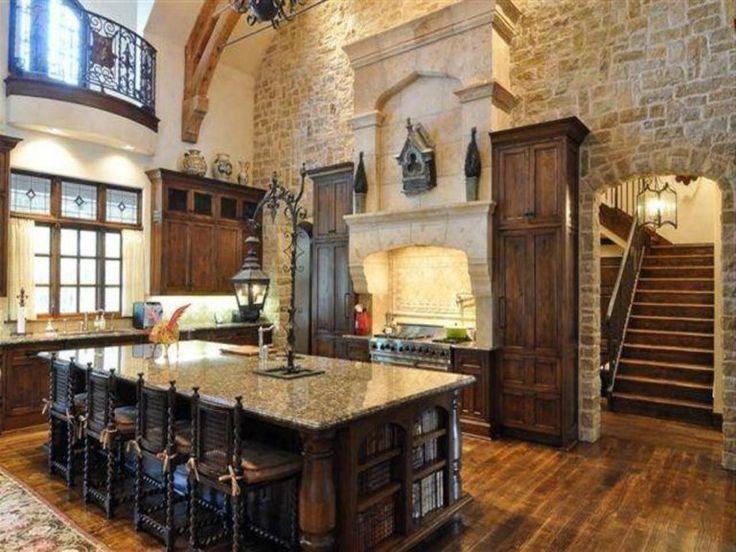 Роскошный деревенский тосканский дизайн кухни с камнем и большим островом