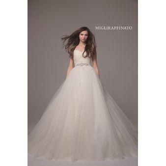 ブライダルサロンこなか:【Aライン】《MIGLIRAFFINATO》シンプルなラインのウェディングドレス