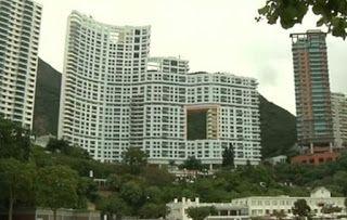 Γιατί οι ουρανοξύστες του Χονγκ Κονγκ έχουν τρύπες...