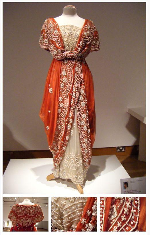 Figurino de Lilias Craven. Designed by Marit Allen.
