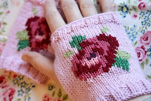 Ravelry: Cathy Rose Mitts pattern by Sandra Paul, NOT a freebie, but for three quid, this is divine. Adore roses....xox