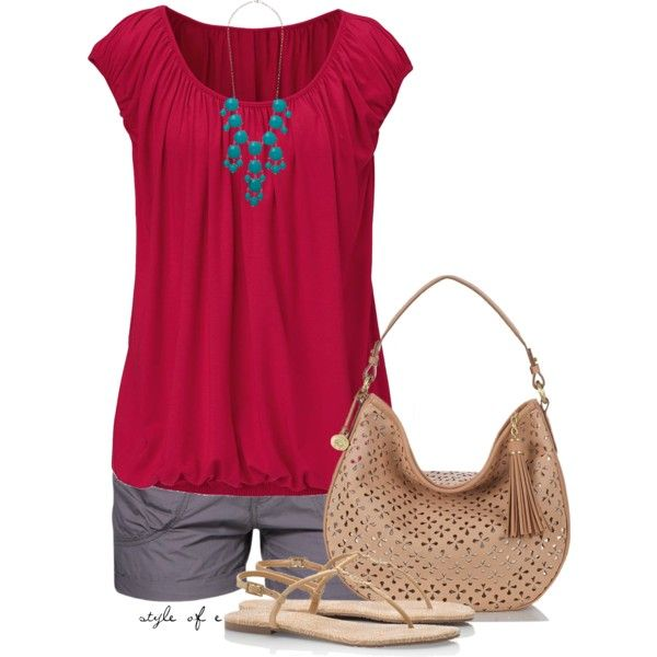 Summer Outfit Creamy bag and sandals tone down outfit nicely