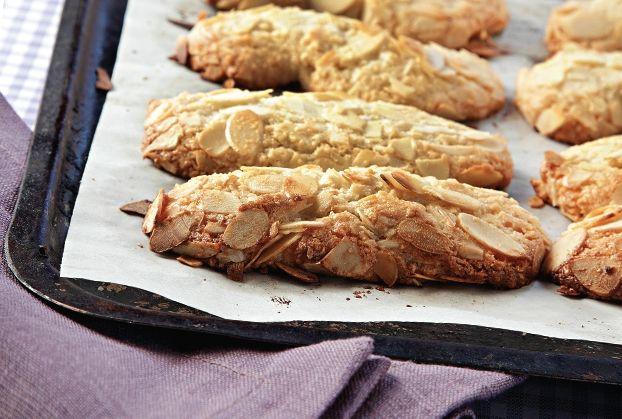 Μπισκότα αμυγδάλου από την Αργυρώ Μπαρμπαρίγου  