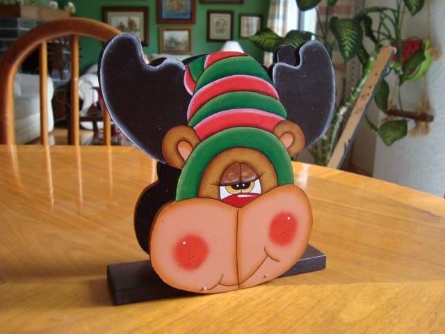 Servilletero navideño de reno, elaborado en madera.  Escoge el diseño que más te guste.  Si te interesa este producto envíanos un correo a pedidos@patart.com.mx y con gusto te daremos más información.