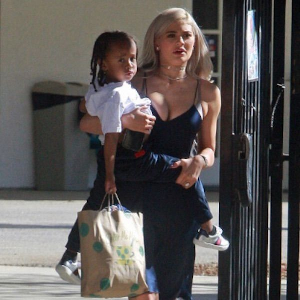 Kylie Jenner Babysits King Cairo As Blac Chyna Gives Birth - http://oceanup.com/2016/11/11/kylie-jenner-babysits-king-cairo-as-blac-chyna-gives-birth/