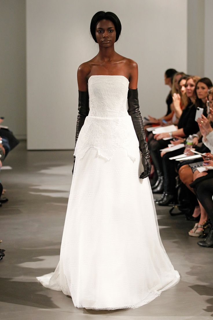 Black gloves for gown - Vera Wang S Spring Bridal Collection For 2014 Embraces Black And White Contrast Sleek Leather Gloves Make A Fashion Forward Statement In The World Of