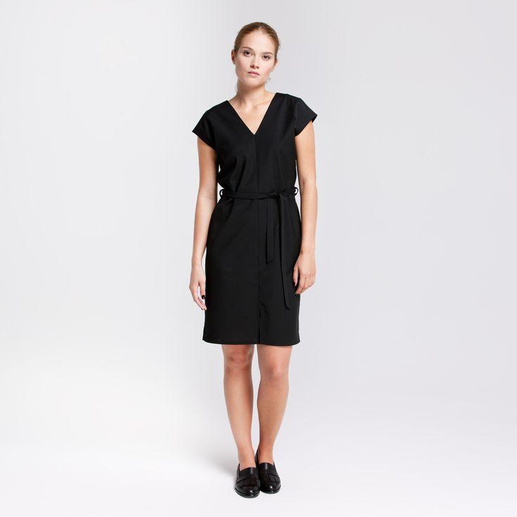 Safari Black Dress Elementy #safari #dress #wool #black #vneck #elementy #polishfashion #classic #minimal #simplicity #sukienka #polskamoda #wełna #minimalizm #aw16