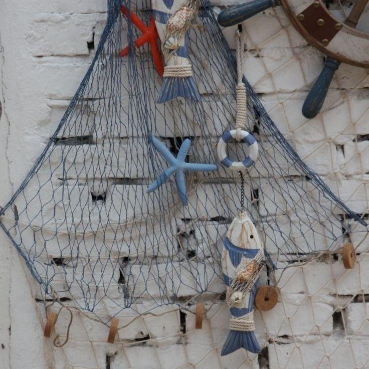 filet-de-pêche-poissons-etoiles-mer-bouee-sauvetage
