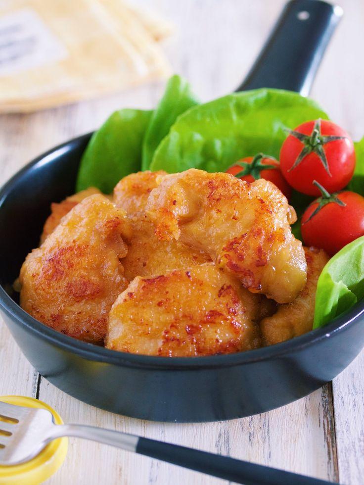 """鶏むね肉を使った ガッツリメイン! 下味をもみ込んで あとはフライパンで焼くだけなので とーっても簡単! """"調味料を合わせる"""" という 煩わしい工程もないので ズボラさんにとってもオススメ。 しかも、これ、旨味がたっぷりで 驚くほどしっとり柔らか♪ もう、鶏もも肉は 戻れなくなるかもしれません...( ´艸`) ★いつも、ありがとうございます★"""