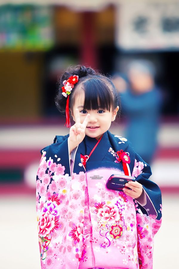 Can't help but dream of my little hapa girls in full kimono someday-too stinkin' cute!