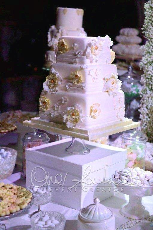 Tema Per Un Matrimonio Elegante : Confettata romantica dal tema parigino per un matrimonio