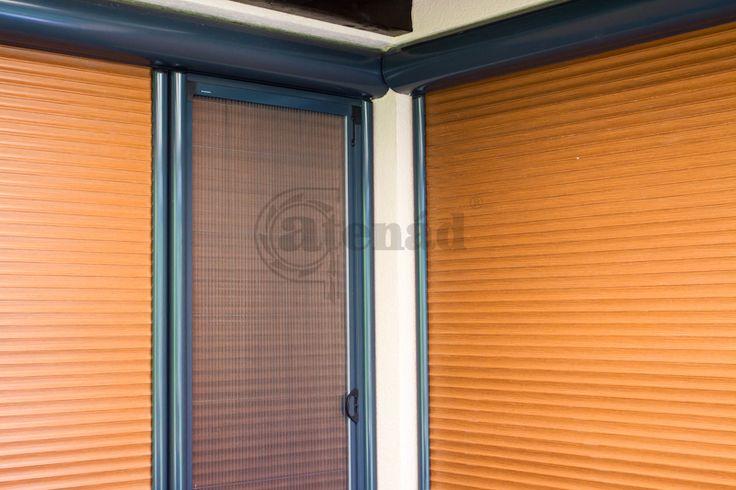 pliszé szúnyogháló heroal aluredőnnyel kombinálva egy teraszajtón
