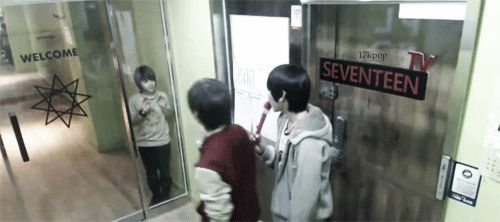 hansol kissing samuel thru the glass and samuel's cute reaction. >.<