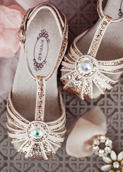 Reminiscent of the 1920's flapper, these shoes feature deco gold straps and canvas piping. Circle detail at the center is finished with aurora borealis gold stone. Includes a matching clip!