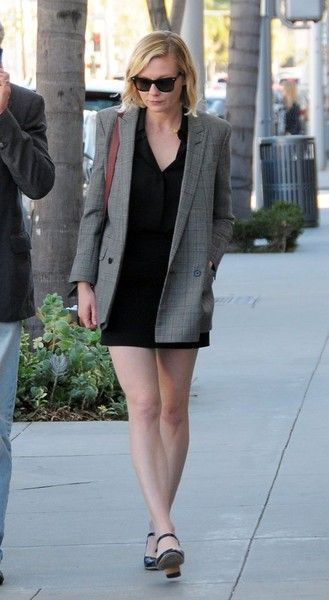 454aaf8ffe7 Kirsten Dunst Photos Photos  Kirsten Dunst Shops with Her Father in Beverly  Hills