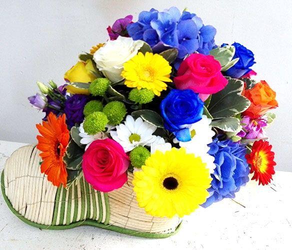 """HORTENSIE SI TRANDAFIRIBuchetul fericirii si a recunostiintei compus din florile care taie rasuflarea persoanei iubite,o ocazie speciala pentru a arata afectiunea si respectul fata de persoana care ti-a daruit cel mai pretios dar de pe pamant""""VIATA"""""""