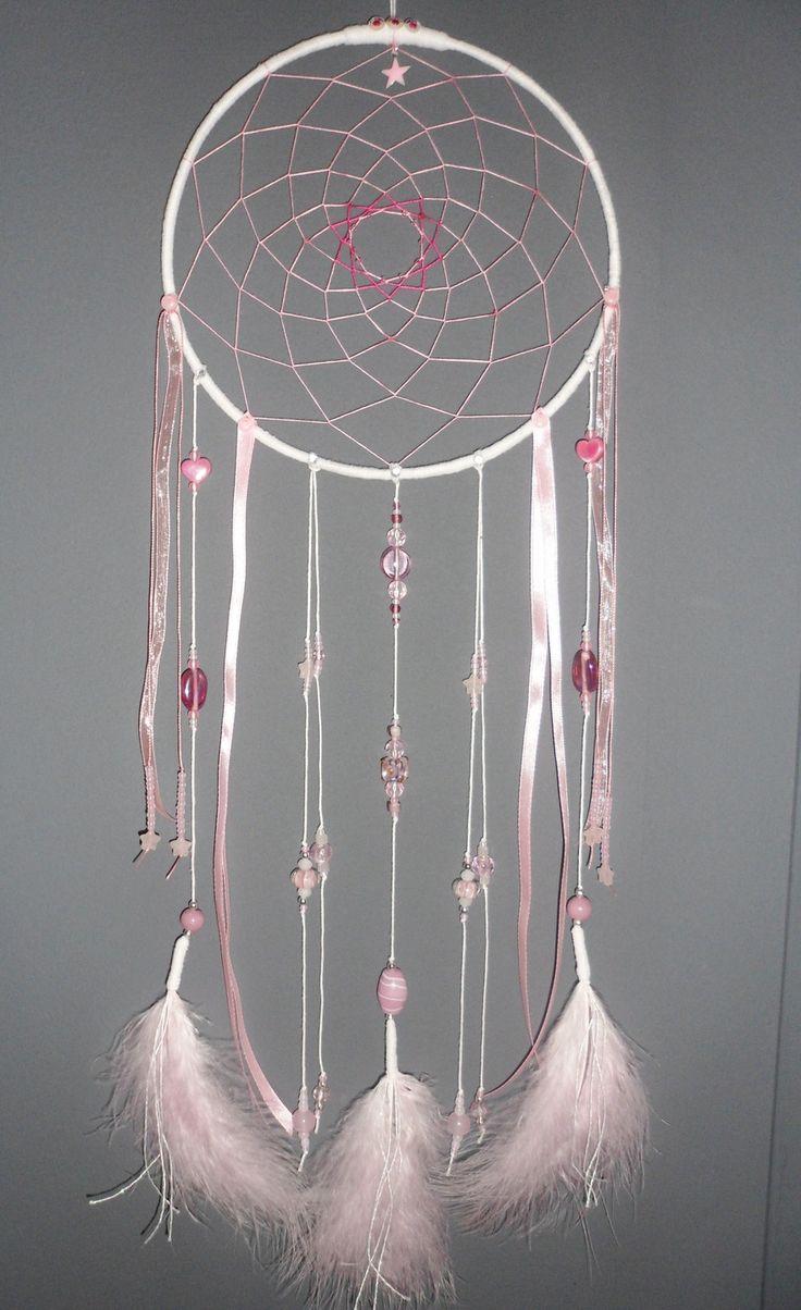 Attrape-rêves rose poudré, dreamcatcher, plumes, perles et ficelle