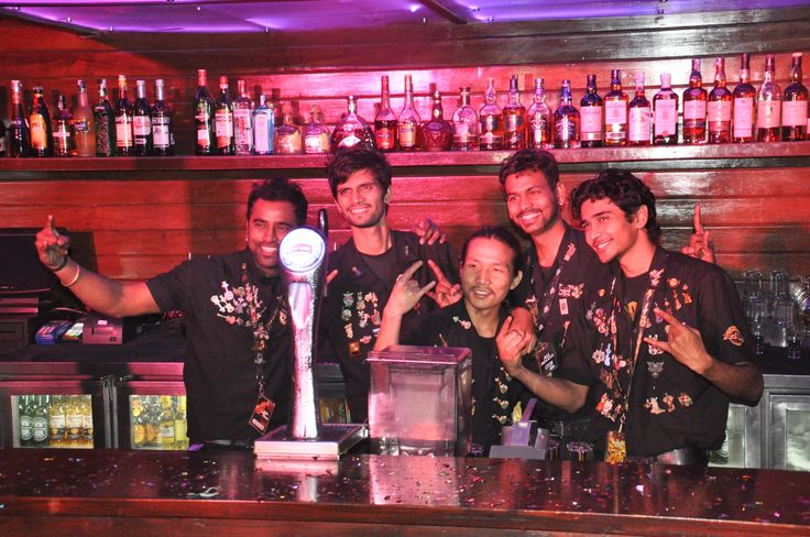 Rockers behind the bar \m/