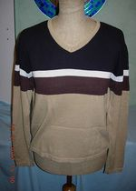 Sweterek w serek w kawowych kolorach M