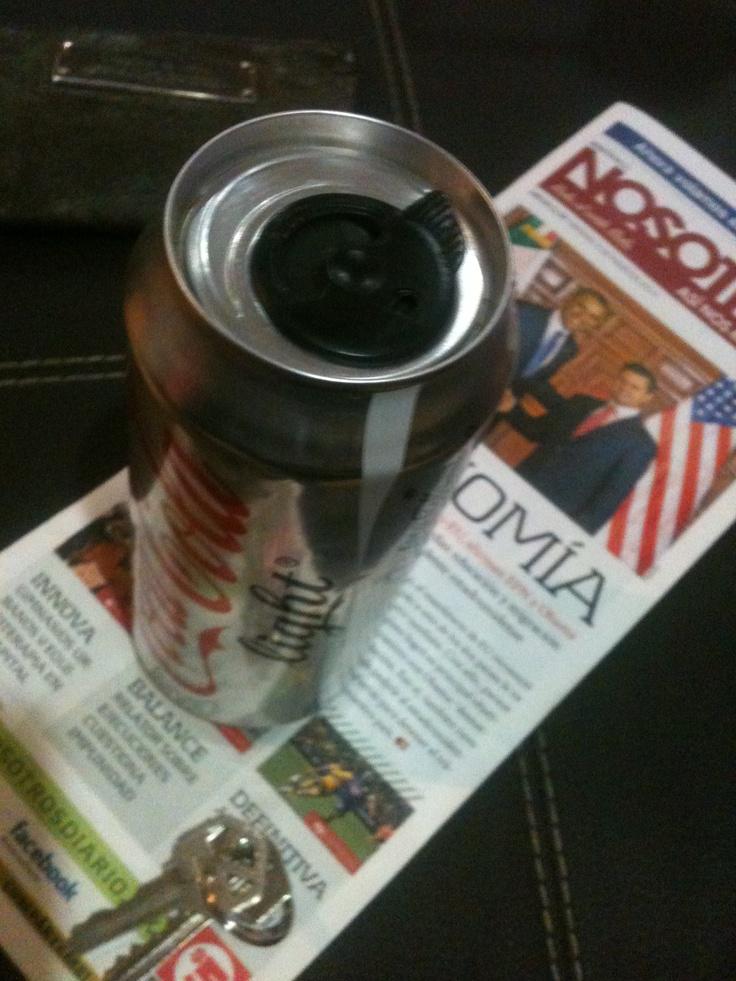 Nuevo envase de coca cola, la lata con cierre. ¿Moda q se instaura o pasajera?