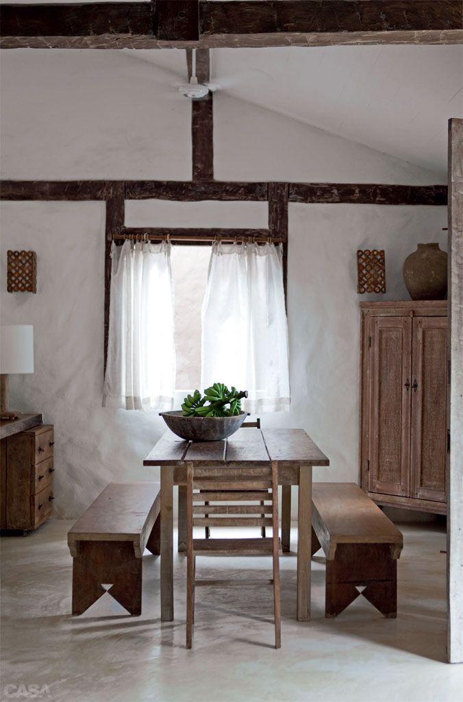 Casa de praia com muita madeira e branco em Trancoso - Casa