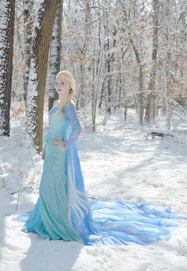 """This Teenage Girl Pulled Off Some Of The Best """"Frozen"""" Cosplay You'll Ever See... BEAUTIFUL!!"""