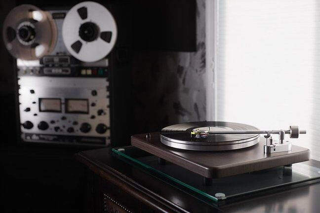 "1,072 отметок «Нравится», 5 комментариев — The Vinyl Factory (@thevinylfactory) в Instagram: «VPI Industries announce ""entry-level"" turntable, VPI Cliffwood. The high-end turntable…»"