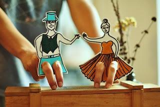 Estéfi Machado: Bonecos dançarinos de papel
