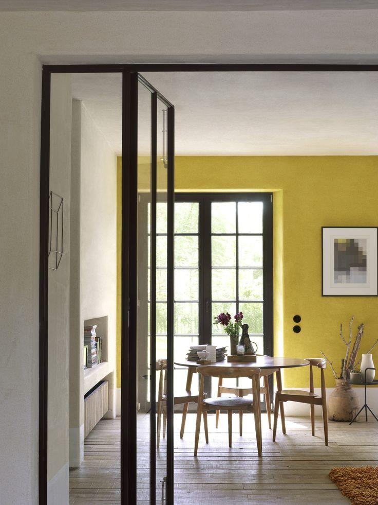 Welke inrichting of stijl je ook kiest, speel het kleurenspel volgens jouw regels. Alleen zo past je huis bij wie je bent. Wil je het lichter, kleurrijker of gezinsvriendelijker? Prima. Hou je van sober? Aan jou de keus. Er is slechts een manier om je interieur kleur te geven: jouw manier. Ga op zoek naar wat jij mooi vindt. Met Flexa Creations maak je het verschil. Kleurgebruik in deze keuken: Pure Cocao, Retro Vibe en Cotton Flower