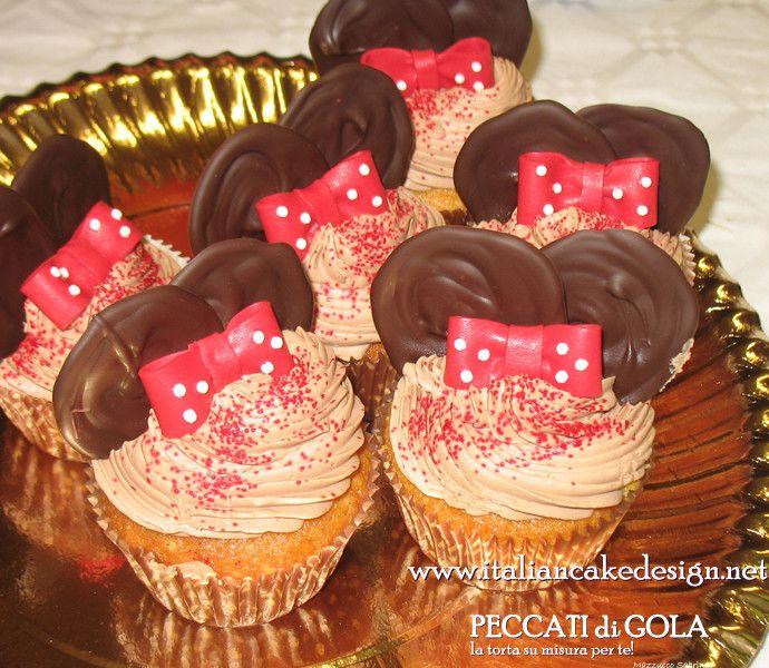 Cup cake Minnie alla vaniglia e glassa al cioccolato al latte