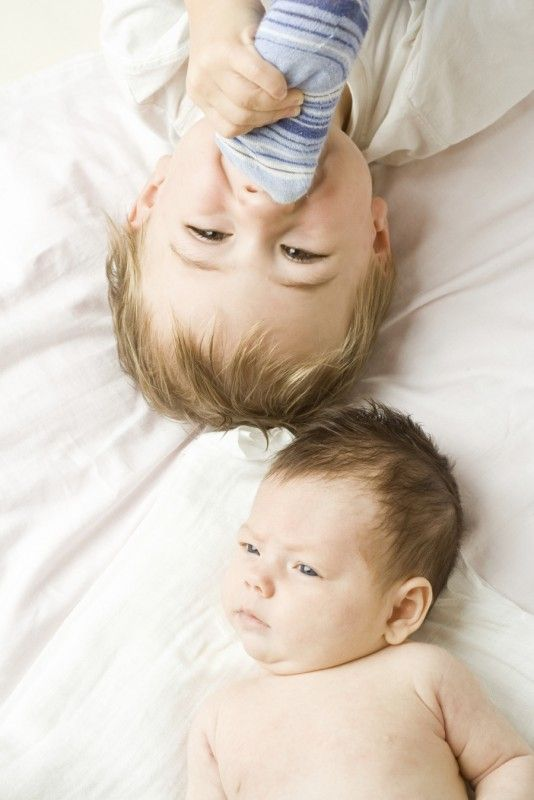 Bringing Home a New Sibling - A few tips for parents to help make for a peaceful transition for siblings when baby comes home. http://www.themotherco.com/2013/03/bringing-home-a-new-sibling/