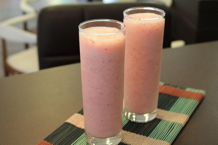 Receita de Suco de morango com leite. demora apenas 5 minutos.