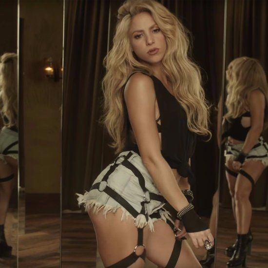 "Shakira Joined In Doing Some Charity Work While She And Prince Royce Danced Up A Storm In Their ""Deja Vn"" Music Video.  http://feelindamuzic.blogspot.com.br/2017/04/shakira-joined-in-doing-some-charity.html"