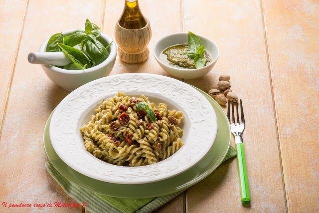 Il Pomodoro Rosso di MAntGra: Fusilli al pesto di pistacchio e pomodorini secchi...